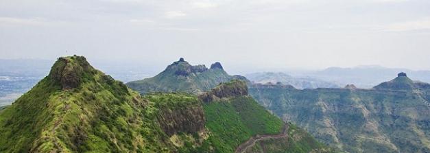 एक ट्रैवलर के लिए क्यों खास है महाराष्ट्र का पुरंदर फोर्ट ?