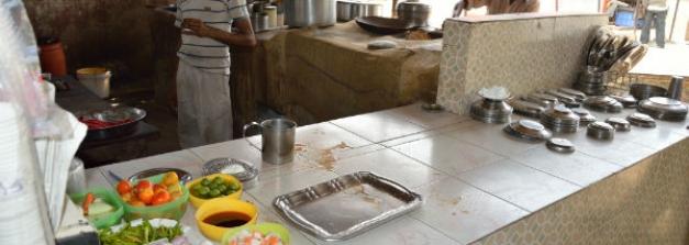 रोड़ ट्रिप पर भारत के इन मशहूर ढाबों पर खाएं खाना